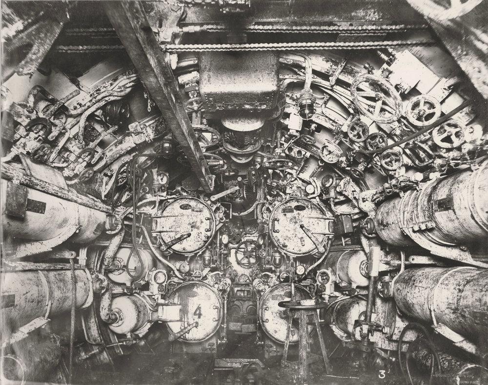 Sukellusvene U.B. 110:n torpedohuone.Tyne & Wear Archives & Museums.