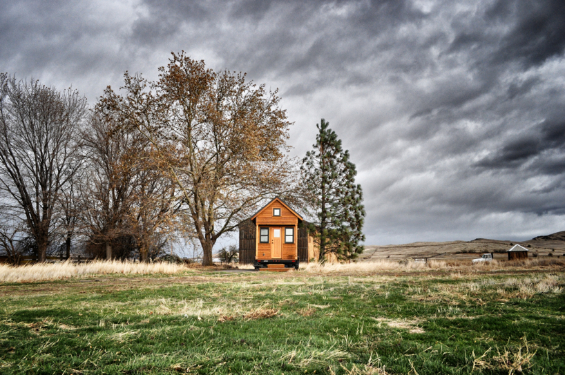 tiny-house-in-a-wind-storm.jpg