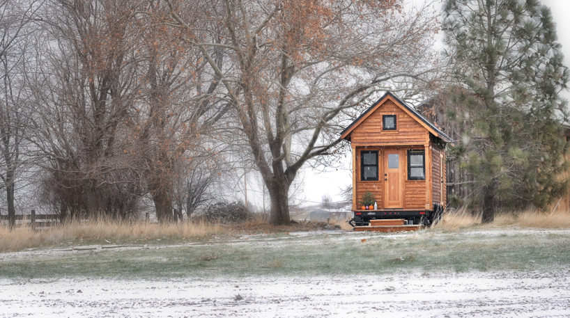Tiny-house-in-snow.jpg