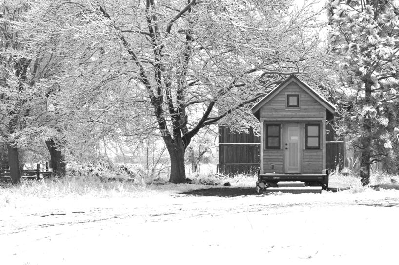 tiny-house-in-the-snow.jpg