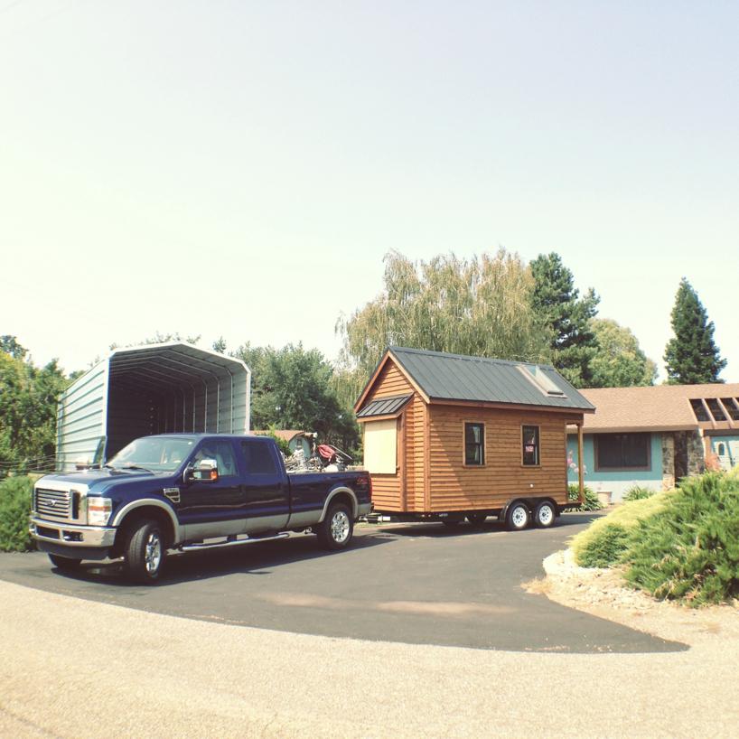 tiny-house-on-the-move.jpg