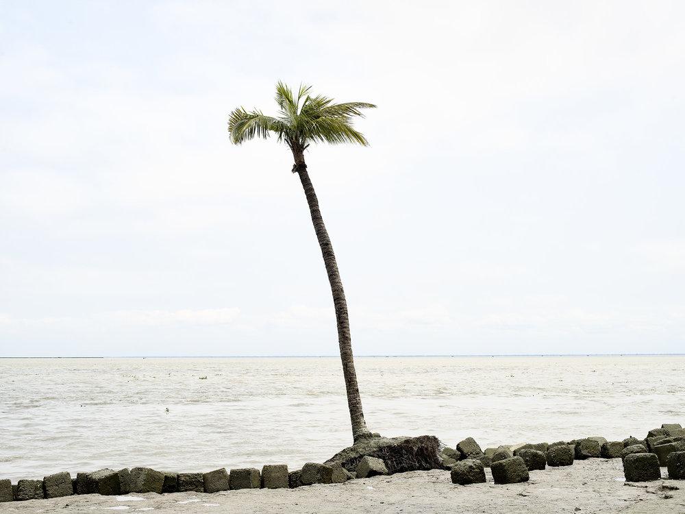 Lena Dobrowolska & Teo Ormond-Skeaping, Failing coastal defence - Dhulatkhan, Bhola Island, Bangladesh