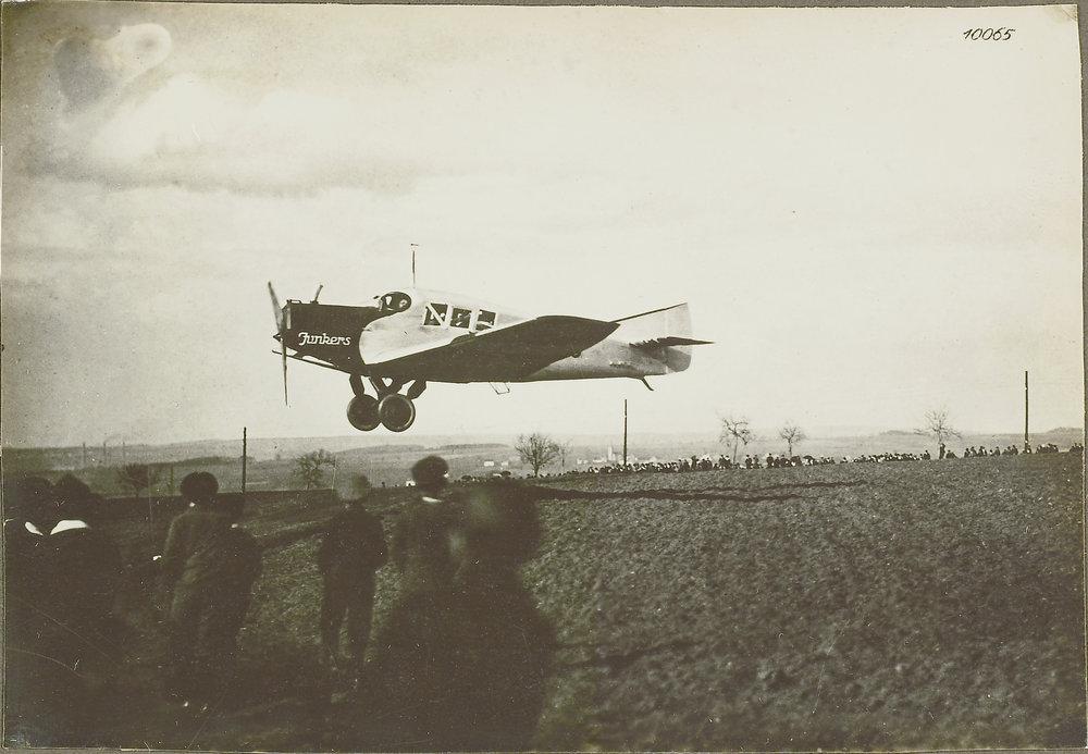 Junkers F 13 - Flight day 1924  Source: ETH-Bibliothek Zuerich Copyright notice: Bildarchiv/Stiftung Luftbild Schweiz