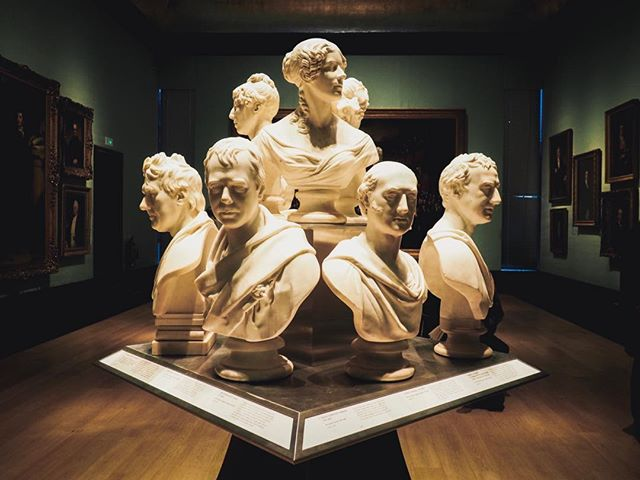 National Portrait Gallery  #london #londres #portrait #musee #nationalportraitgallery #travel #art #voyage #buste #sculpture