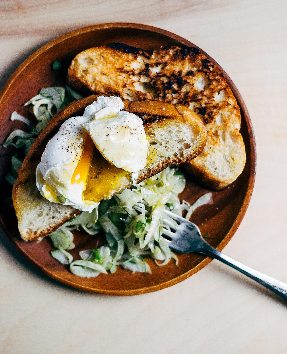 Œufs Pochés accompagnés d'un Toast Poêlé