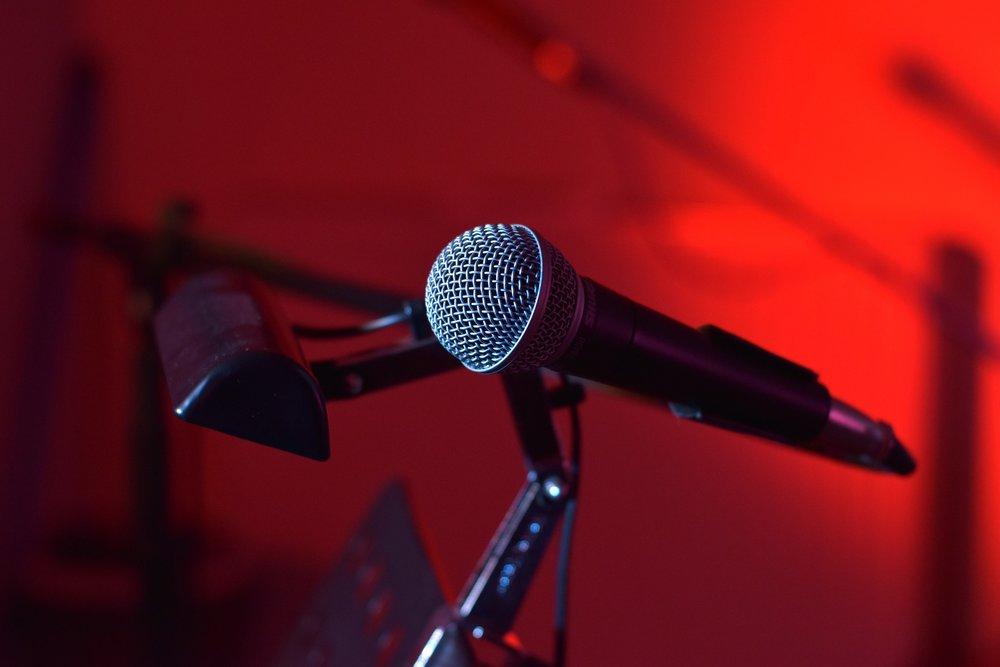 microphone-1080052_1920.jpg