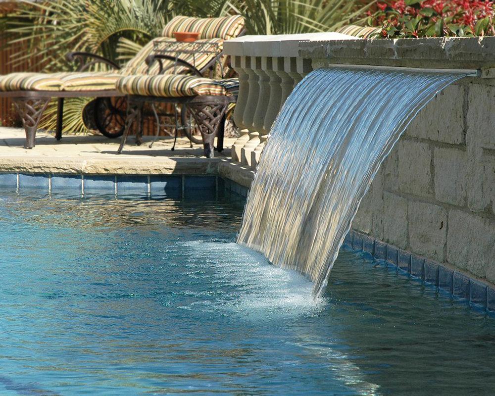 LakePointePools-ResidentialCustomPools-fountainfeature.jpg