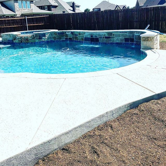 24 days from #excavation to #swimtime ! #poolman #forneyoutdoorliving #outdoorliving #forneypool #swimmingpool #sheerdescent #aquablue #poollife #poolbuilder #leuders #travertine #pool/spa #devonshire