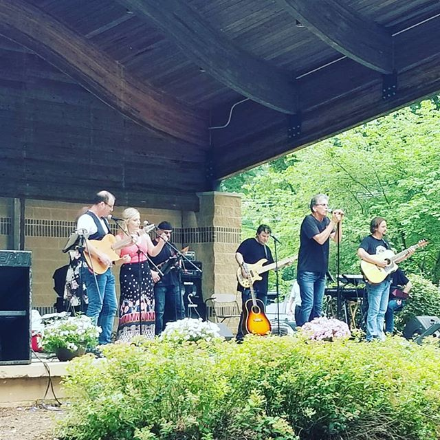 #SteveRodman is on the #ArtsInThePark Main Stage with #LoveSignBand! His crooning can be heard throughout #LincolnPark but why not come enjoy it firsthand? Grab a seat and take a load off! #AITP30 #AITPDanville #Danville #Illinois #VermilionCounty #art #festival