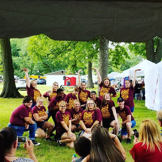 #TeenTheatreCompanyOfDanville took their show off the #TheatreRow stage and are presenting on the grass under the shade trees! They're offering selections from their current production, #HighSchoolMusicalOnStage! #AITP30 #AITPDanville #ArtsInThePark #Danville #Illinois #VermilionCounty #art #festival
