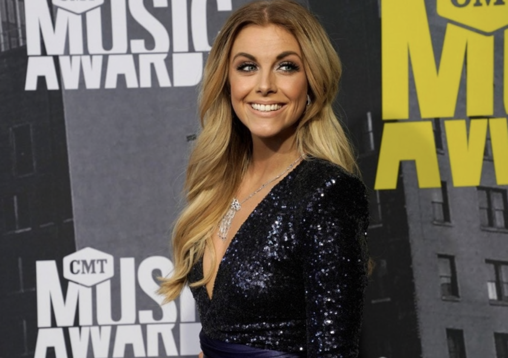 Lindsay Ell breaks silence about a radio station canceling her show because of her boyfriend -