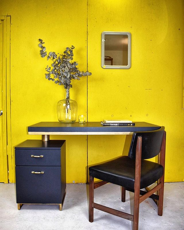 Last but not least of my 9 favourite photos of 2018, is this desk from dwell that I restored, I just loved how well it worked with this 1950s office chair. I just adore mixing old with new...Anyway that's enough from me. From us here at @applebeehouse we hope you had a great Christmas and we wish you all a Happy New Years... and we shall see you all next year! . . . . . . . . . #thisiswhyithriftshopeveryday #thriftedhome #mymidcenturymix  #myvintageabode #eclectichome #pocketofmyhome #interiorboom #myhouseandhome #realhomes #interiorforall #howihome #myhometrend #mygorgeousgaff #sorealhomes #abmathome #mycreativeinterior #spotlightonmyhome
