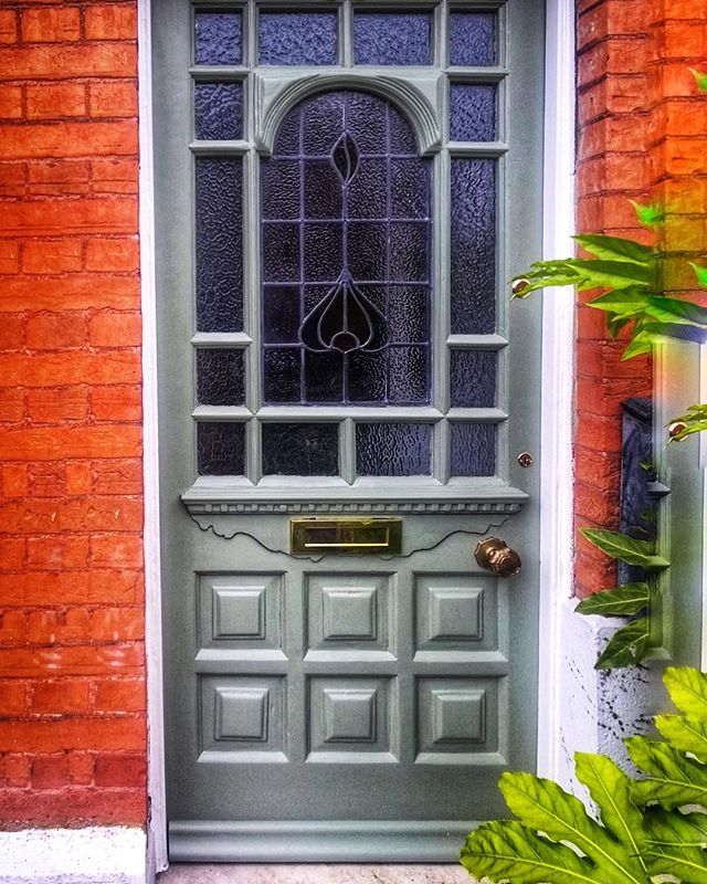 If you didn't know we also restore and fit all different types of residential wood work, such as doors, windows, flooring etc... recently we've had a influx of doors in the work shop over the last few weeks...so here's one we did earlier 🍃👌🌿 . . . . . . . #stainedglass #victorianhome #frontdoor #frontdoordecor #greendoor #farrowandball #frontdoorgoals #frontdoorcolour #frontdoorview #midcenturymodern #midcentury #midcenturyhome #myhomevibe #vintage #vintagedecor #frontdoorfashion #frontdoorfurniture #door #frontdoorinspo #doorsofintsagram #interiordesign #interiordecor