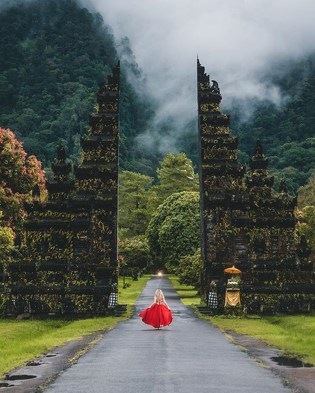 The power of the Bali preset! Make those dull green colors pop✨🎨 From the Travel Preset Pack. Available both for Lightroom mobile and desktop📱🖥 Link to shop in bio👆
