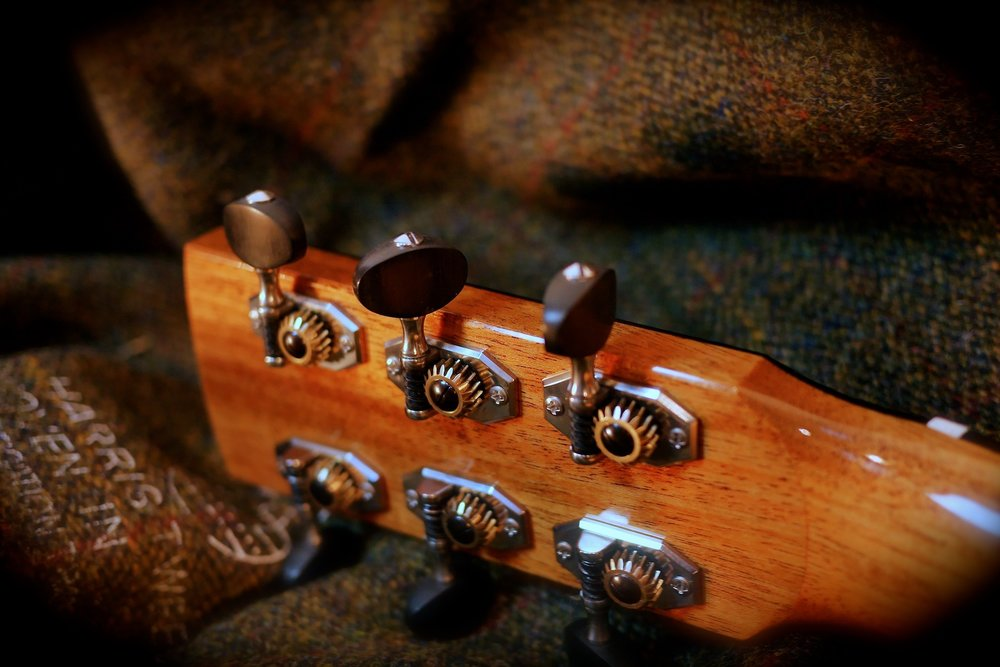 Keith Robson hand made tuners Taran Guitars.jpg
