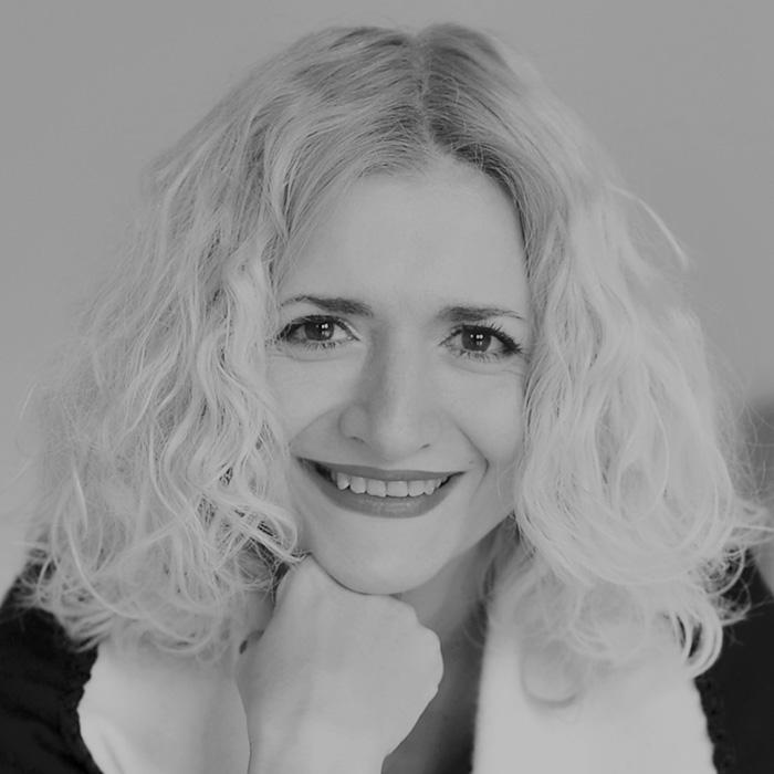 ЛИДИЈА ГЕОРГИЕВА   — дизајнер ипрофесор на ТМФ - Скопје    После 21 година работно искуство и студии во Париз, Лидија Георгиева, моментално живее и работи во Скопје.Има освоено Европска награда за дизајн, а потоа работеше за реномирани модни куќи во Париз, вклучувајќи ги Рошас и Балман.Својот бренд го лансираше во Париз кон крајот на 90-тите. Комплетни податоци за брендот, на нејзиниот вебсајт lidiyageorgieva.com