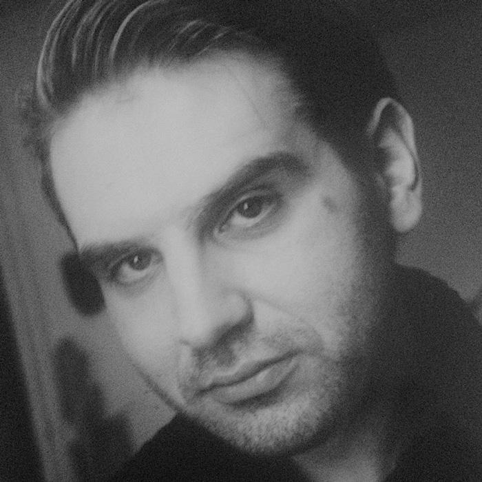 АЛЕКСАНДАР НОШПАЛ   —моден дизајнер и костимограф    Александар Ношпал се стекнува со диплома моден дизајнер/моделар на престижната ЕСМОД во Париз, освојувајќи ја првата награда на Големото стручно жири составено од Пако Рабан и Жан Шарл де Кастелбажак. Завршува постипломскистудии по менаџмент и маркетингна Универзитетот за креативни уметности во Лондон. Има работено за престижни модни куќи (Гре во Париз, Ателје Метисаж, Фредерик Моленак,Тетекс, Систина, Кара). Бил ипрофесор по моден дизајн и костимографијаво земјата и надвор (ФОН, Универзитет Доња Горица/УДГ, Црна Гора). Автор е на над 50 костимографски дела на драми, балети и опери кај нас (МОБ МНТ, Театар за деца и младинци, Драмски театар Скопје, Театар комедија) како и во странство (Операта во Лајпциг, Театарот во Сент Гален, Швајцарија, ХНК Загреб, ХНК Ријека, ХНК Сплит, Градско позориште Подгорица). Добитник е на повеќе интернационални и домашни Гран При награди закостимографијаи сценографијата.