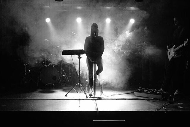 🎤🥁🎸🎹 . 📸 by @kabarts . . . . #losmosquitos @geizher @phawsea @emre.ctu @l.ecumedesjours @holaestei @vale_blackman #blackandwhitephotography #ifly #rinahera #singer #band #stage #music #live #recording #singing #guitar #artist #drums #novation #boss