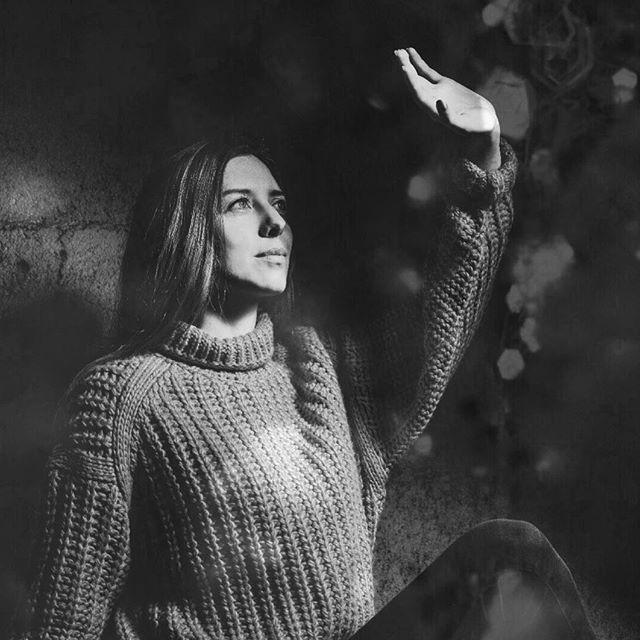 📸by @_echopictures✨ #blackandwhite . . . . .  #blacknwhitephotography #photographer #echopictures #zurich #singer #artist #lights #switzerland #portrait #rinahera