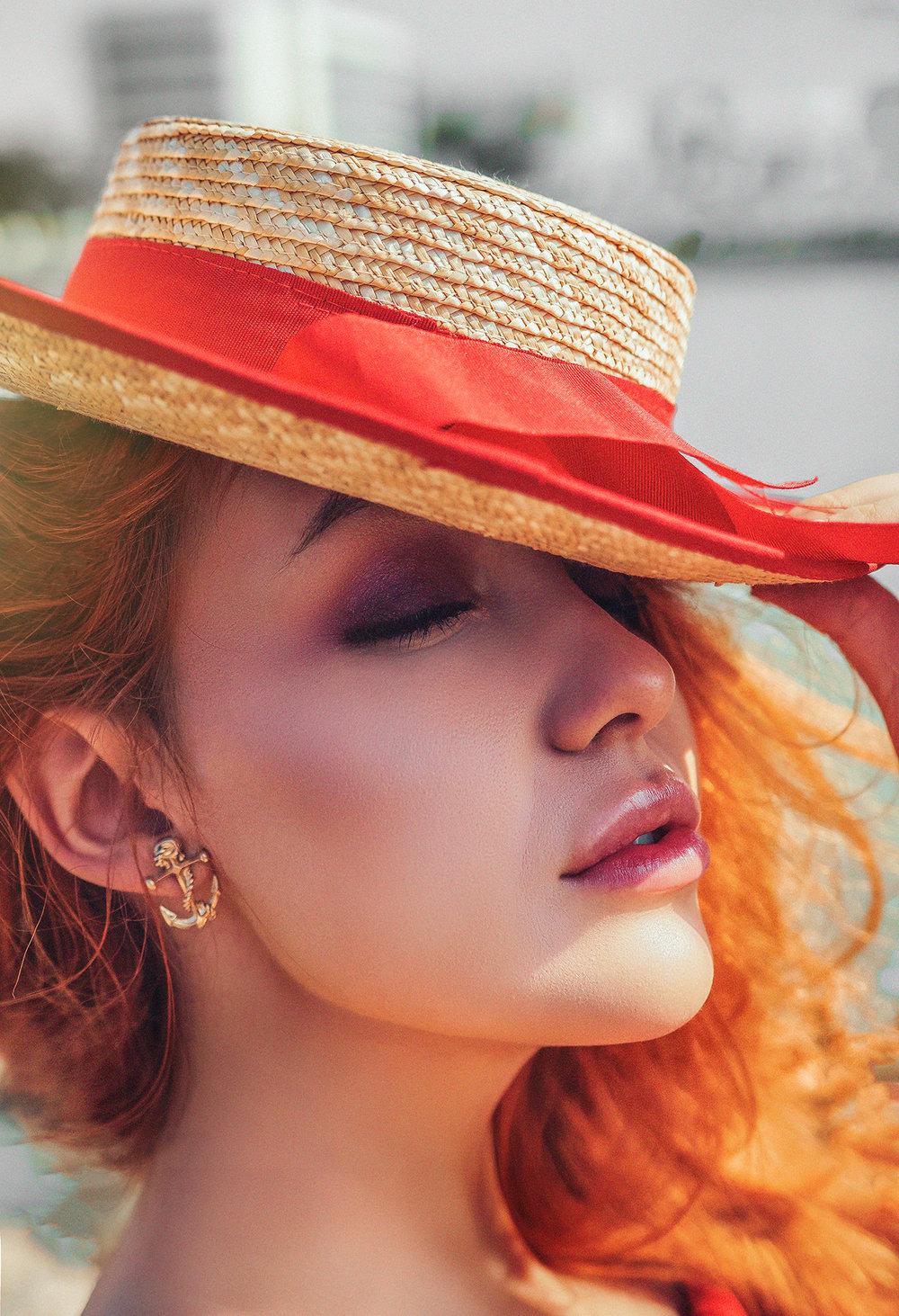 Crina Popescu Lady in red fotograf clar visator video2 .jpg