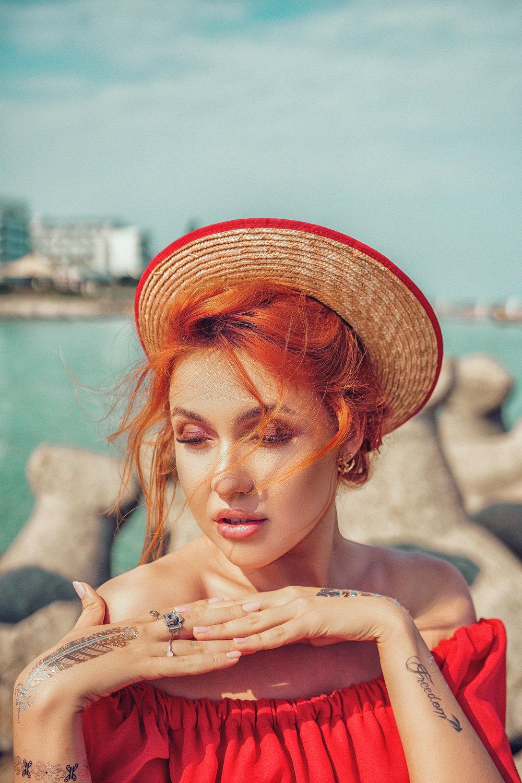 Crina Popescu eu Lady in red fotograf clar visator video1 .jpg