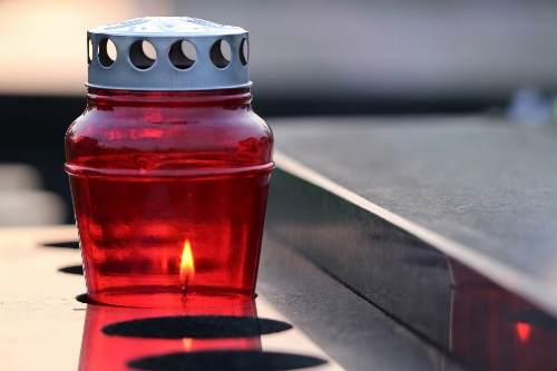 red-candle-3590872_1920.jpg