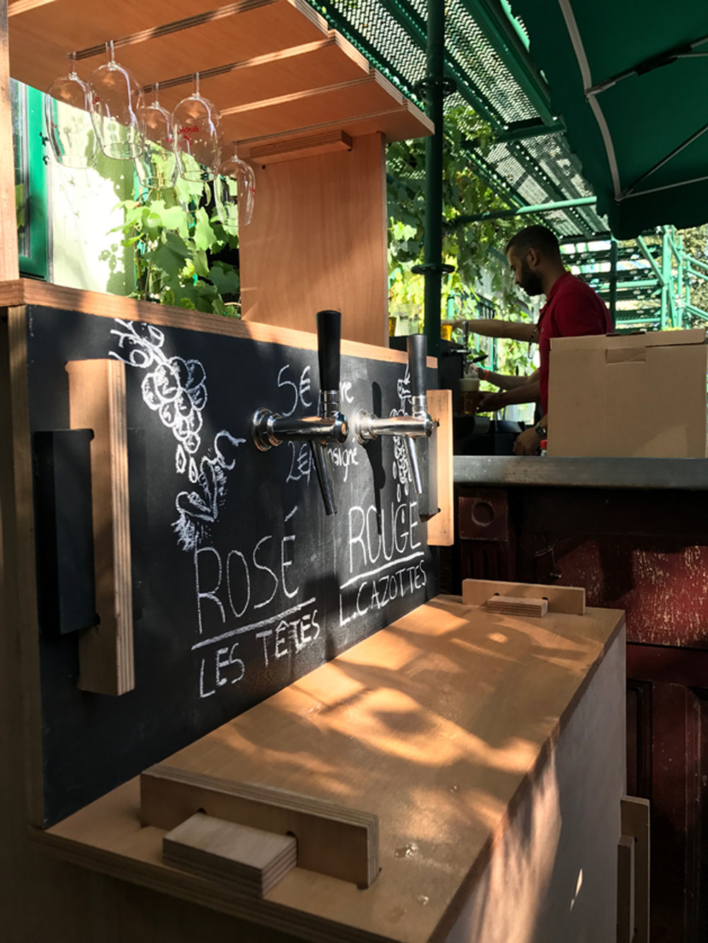 Flexible and de-mountable festival furniture for Grappes wine-on-tap bar. Image taken at La Ferme de Bonheur.  Grappes, Paris.