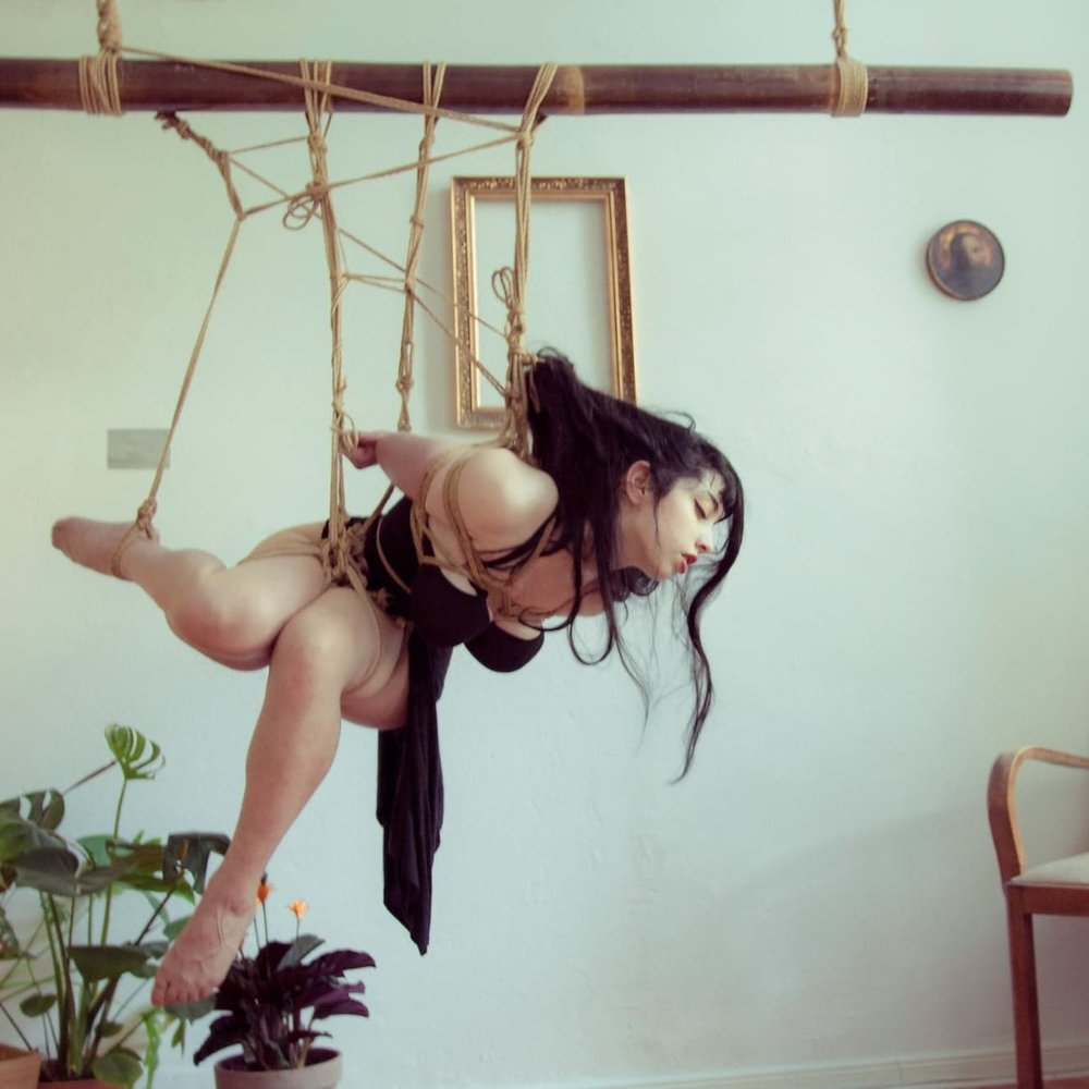 Tamandua - Berlin, GermanyWorkshops // Tuition // SessionsModelling // Performance // Artistic WorkPhotography // Lectures // Researchemail // fetlife // instagram // facebookropework and photo by Tamanduamodelling by Bastet