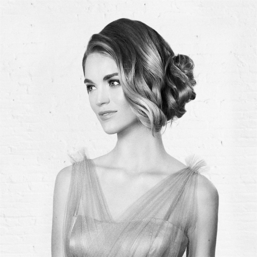 5th Avenue        Five-star everything is a must. This soft, feminine chignon will bring you from the charity gala to that Hamptons wedding—all without batting a meticulously-placed false eyelash.