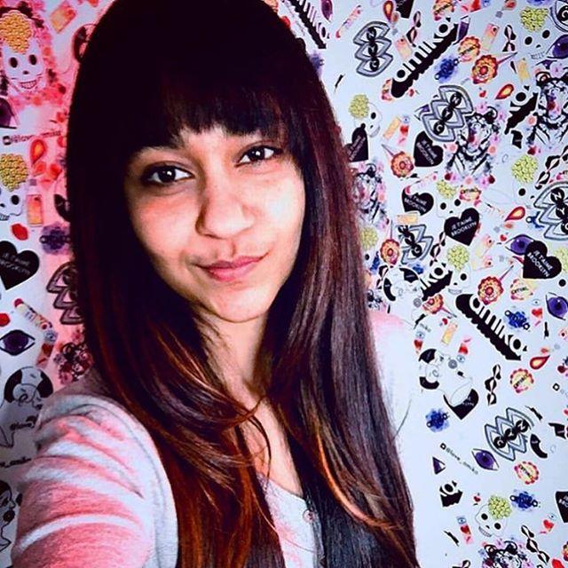 @veedhidesai working her new long layers and fresh bangs by @shears_genius