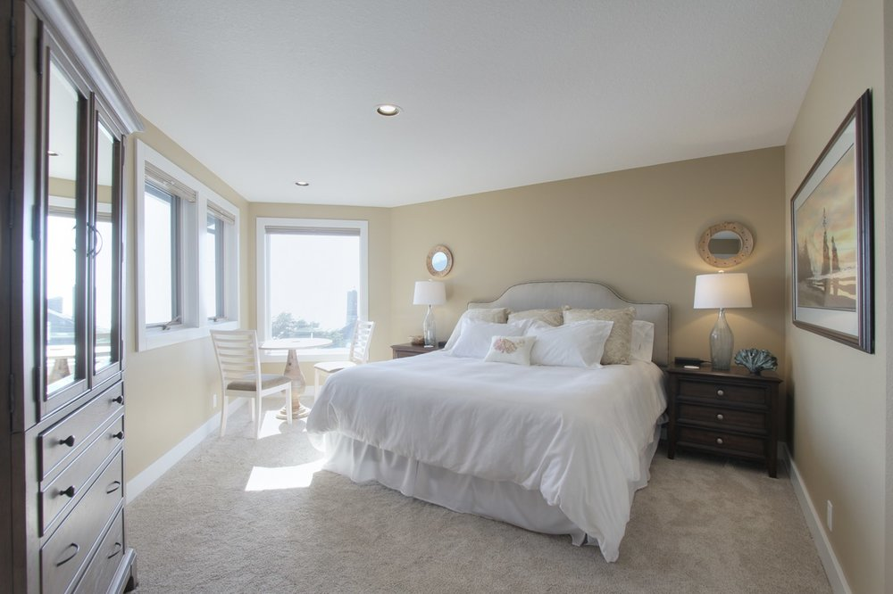 PACKAGE 2 - King size w/ Shared bath  Features: Shared King, Shared bath,Ocean Views, Modern Suite