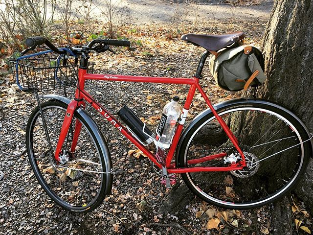 @jnasty202 's new #somafab #fogcutter build! The saddle bag, Wald basket, and 38c tires make it an awesome urban commuter.