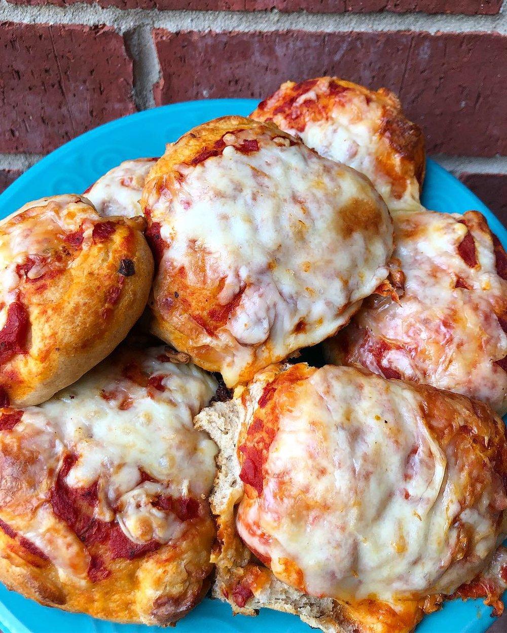 mini cheese pizzas.JPG