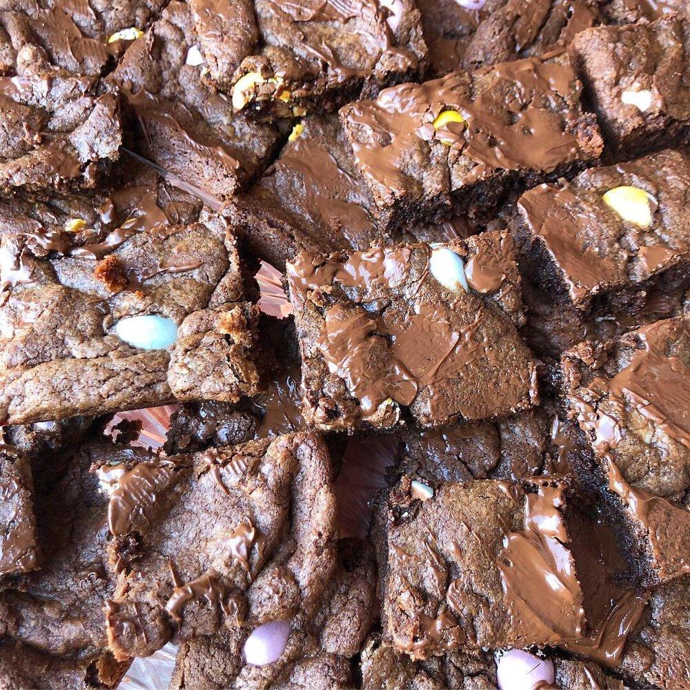 cadbury mini eggs cookie bars 4.JPG