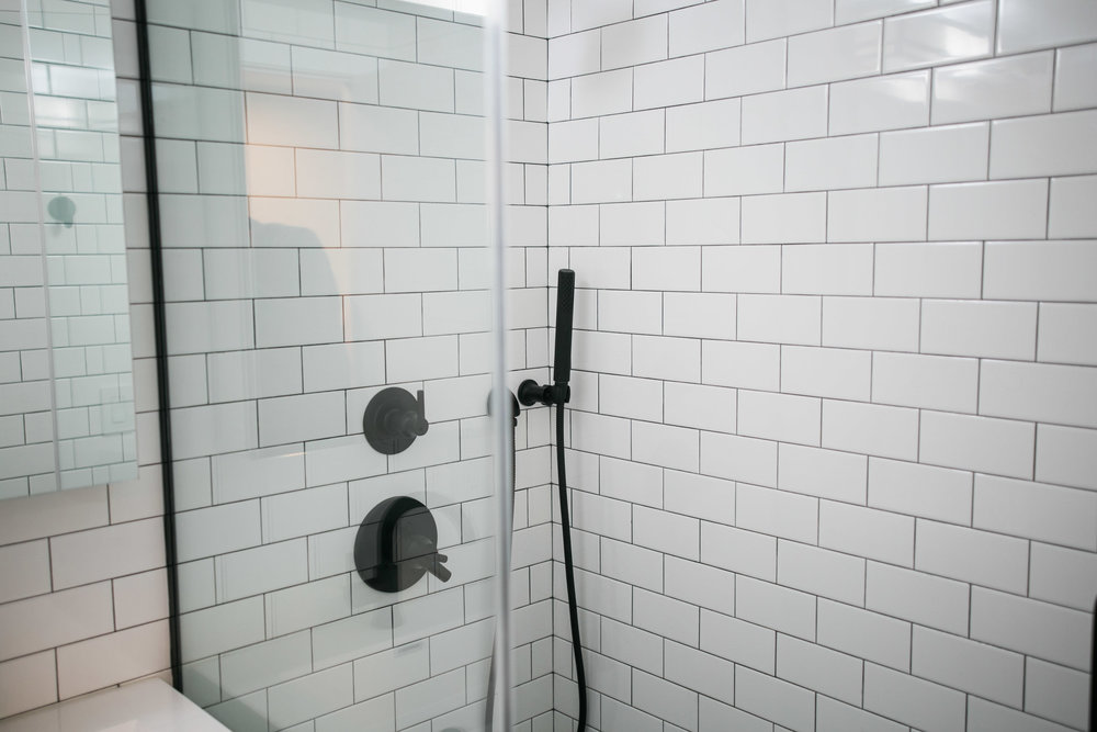 Location2_Bathroom_004.jpg