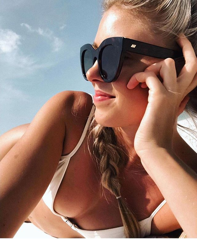 Come on sun... we're waiting for you! @nicoleveenema wearing the @lespecs Air Heart!