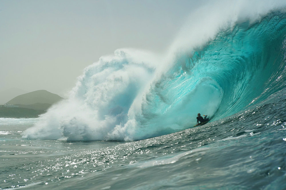 Moz charging an absolute bomb at the Canarian Pipeline. Photo:  Guillermo Cervera