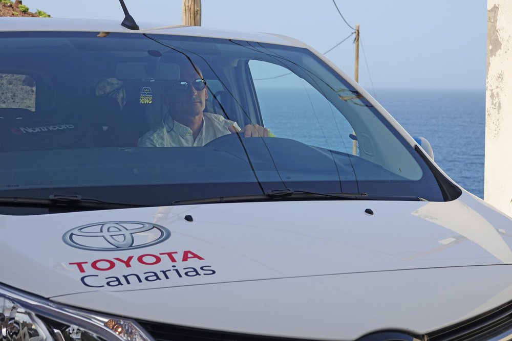 Moz high-rolling with Toyota Canarias now.