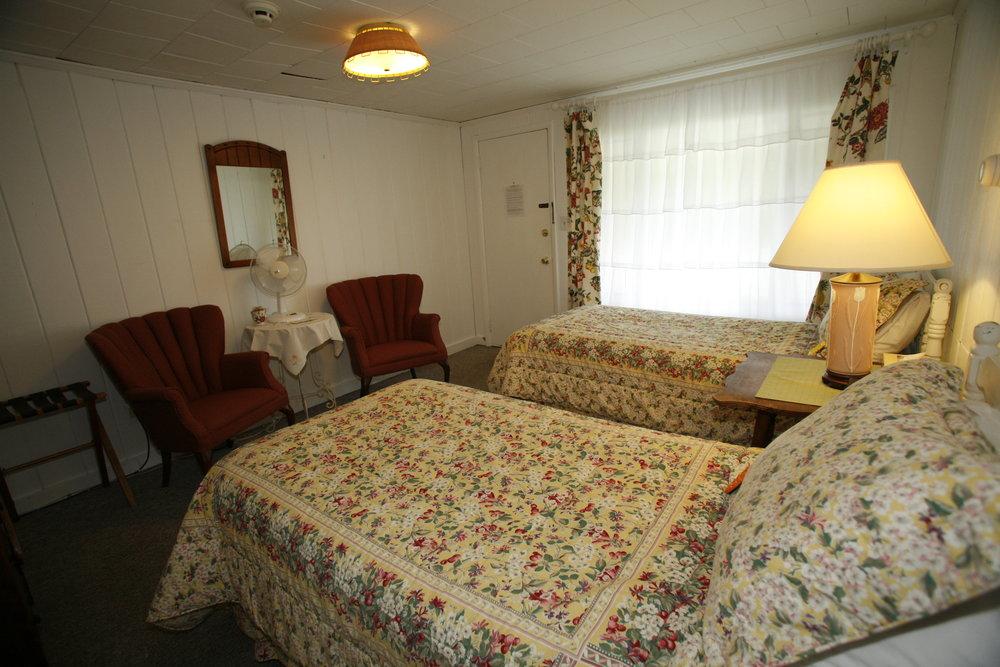 Room-Motel_4-0.JPG