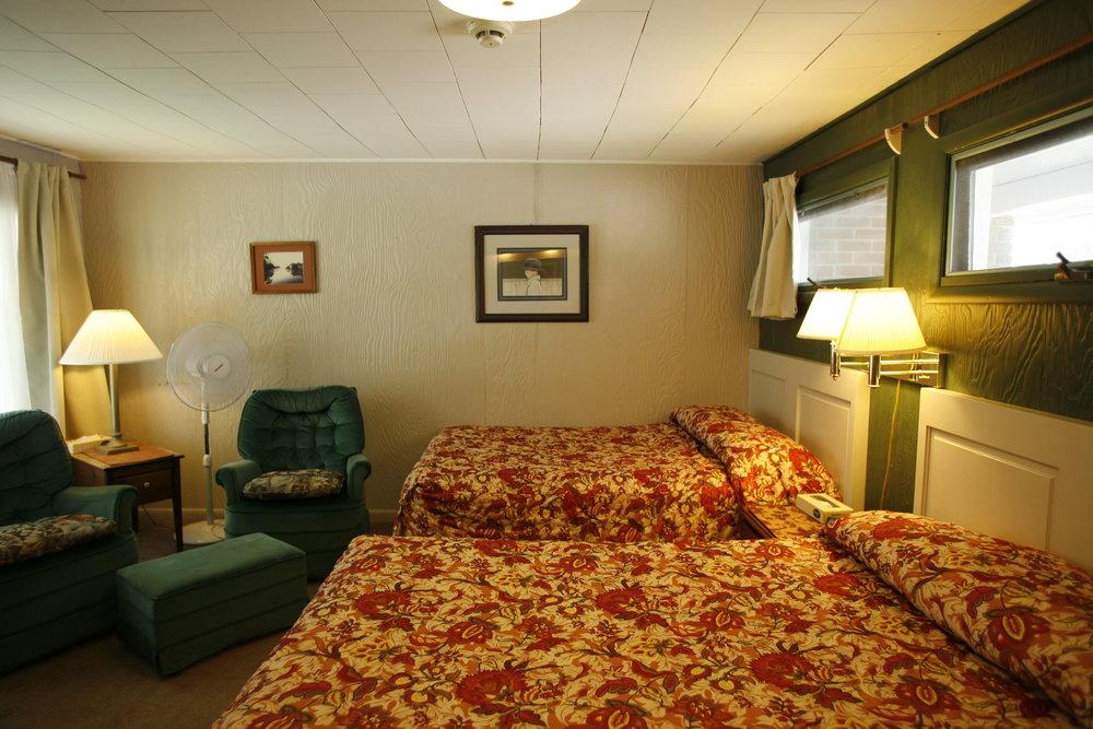 Room-Motel_3-0.JPG