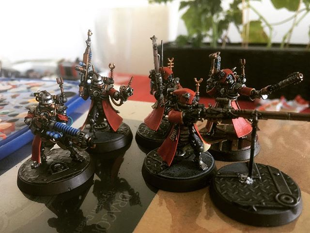 Daytime photo of the squad #techpriest #skitarii #adeptusmechanicus #warhammer40k #admech #warhammer #skitarius #skitariirangers #skitariivanguard #killteam