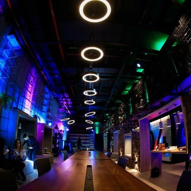 UFO é uma plataforma empreendedora que reúne mentes diferenciadas num ambiente de inteligência coletiva que impulsiona a geração e desenvolvimento de negócios. É um espaço que se manifesta como coworking, popup store, salas de reuniões, cursos ou workshops podendo abduzir e hospedar pessoas, empresas ou eventos de forma fixa ou por temporada. E a primeira materialização é a UFO STORE no Parkshopping Canoas.  Acústica, o som e a luz que fazem a diferença!  #ufo #ufospace #fuiabduzido #acusticasomeluz #eventoscorporativos