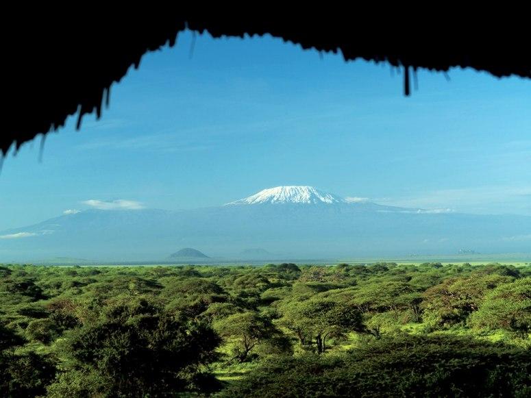 item67.rendition.slideshowWideHorizontal.ol-donyo-wuas-lodge-chyulu-hills-kenya-rwav-0607