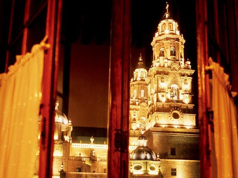 item83.rendition.slideshowWideHorizontal.hotel-los-juaninos-morelia-mexico-rwav-0206