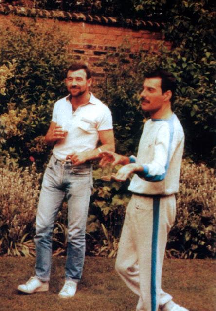 wsi-imageoptim-Freddie-Mercury-Jim-Hutton-11.jpg