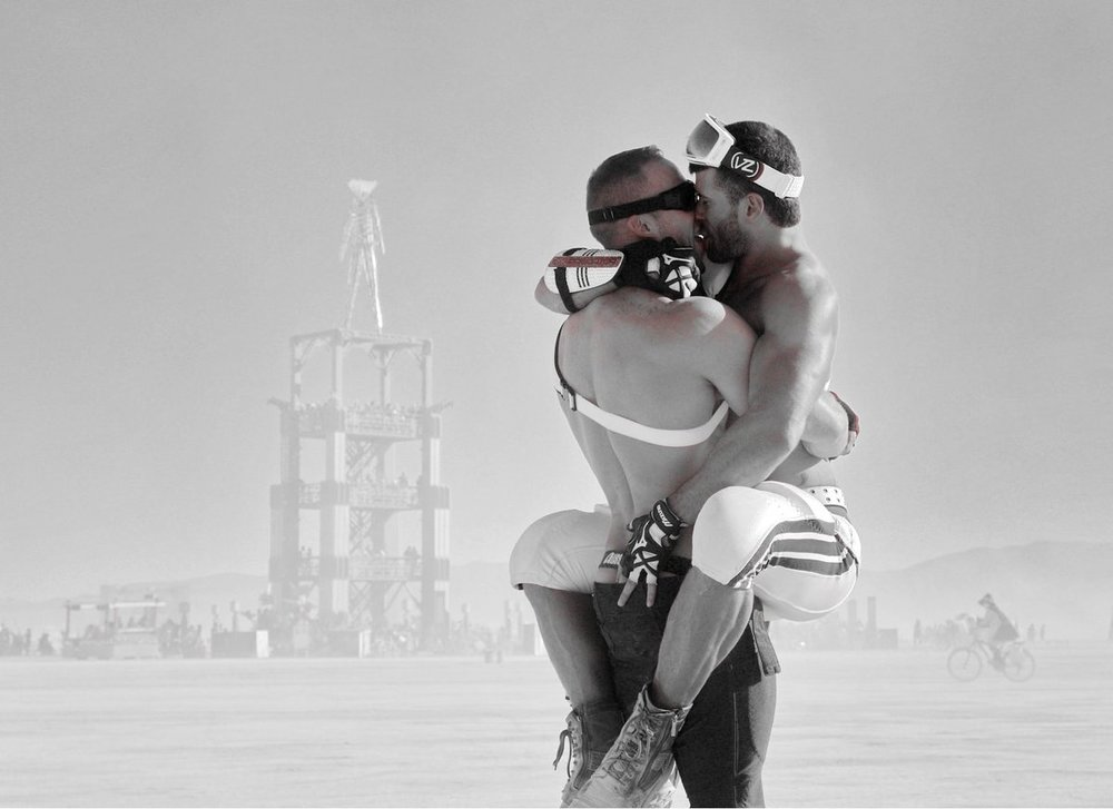 Two-Men-Kissing-Gay-Kiss-Photos-Pics3.jpg