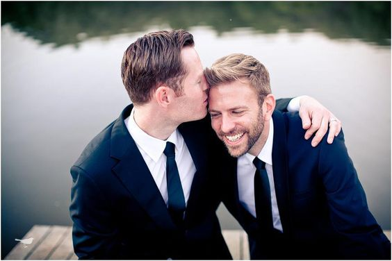 Two-Men-Kissing-Gay-Kiss-Photos-Pics9.jpg
