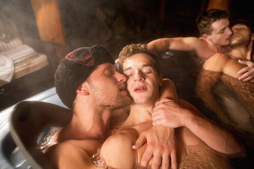 Two-Men-Kissing-Gay-Kiss-Photos-Pics28.jpg