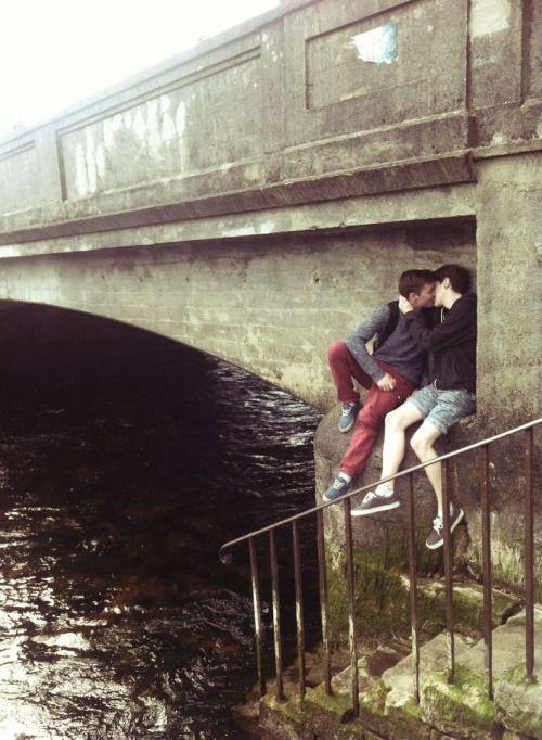 Two-Men-Kissing-Gay-Kiss-Photos-Pics29.jpg