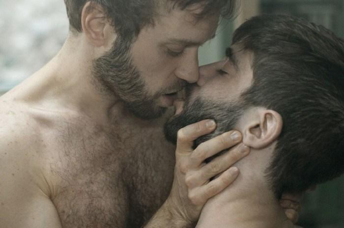 Two-Men-Kissing-Gay-Kiss-Photos-Pics63.jpg
